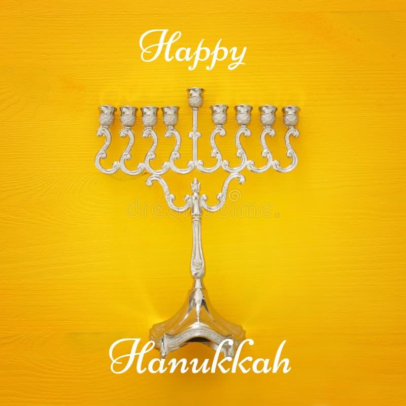 jüdischer Feiertag Chanukka-Bildhintergrund mit traditionellem menorah u. x28; traditionelles candelabra& x29; lizenzfreie stockfotos