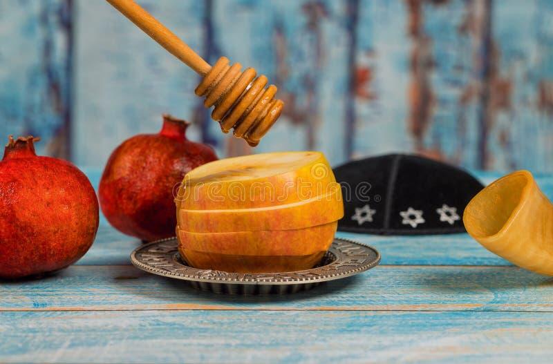Jüdischer Feiertag Rosh-hashanah Honig und Äpfel mit Granatapfel lizenzfreies stockfoto
