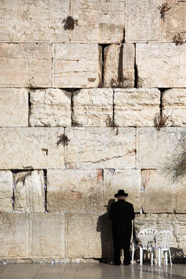 Jüdisches Beten an der Klagemauer lizenzfreie stockfotografie