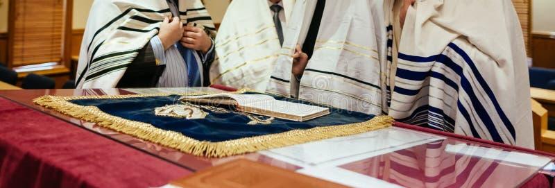 Jüdisches Judentumskulturfeiertag torah tova stockbilder