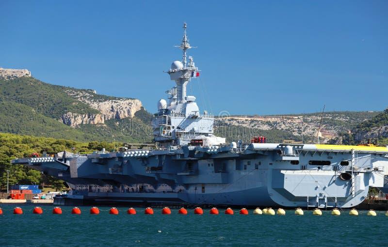 Jądrowy lotniskowiec Charles De Gaulle dokował w Toulon schronieniu, Francja zdjęcia stock