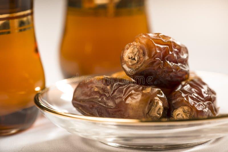 Język arabski herbata i daty zdjęcia stock