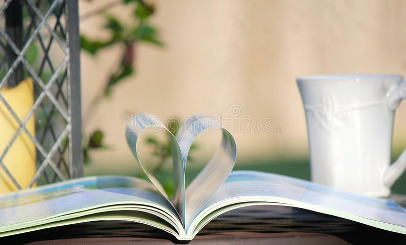J'aime lire et café photographie stock libre de droits