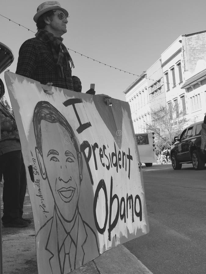 J'AIME OBAMA - prises d'homme un signe à un défilé de MLK photographie stock libre de droits