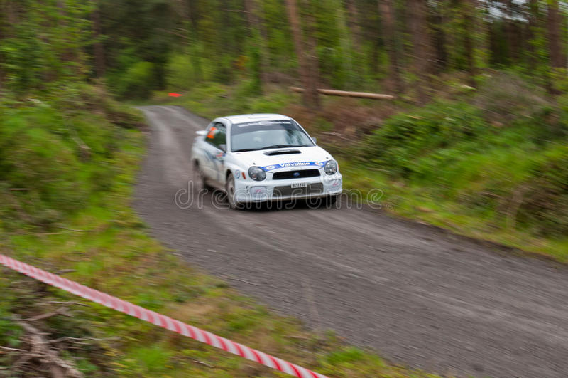 J. Connors que conduce Subaru Impreza fotos de archivo