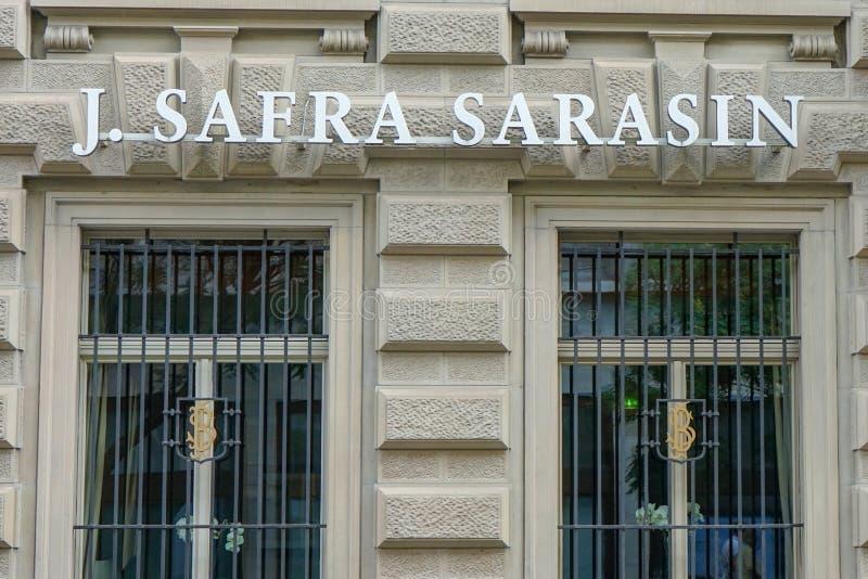 J Safra Sarasin tecken på väggen på Paradeplatz, Zurich Schweiz, 17 06 2018 arkivfoton