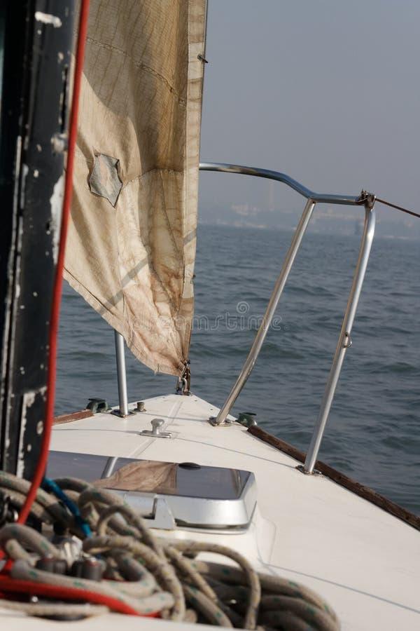J24 Segelboot, Mumbai lizenzfreies stockbild