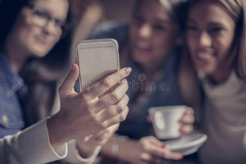 Jaźń portret potomstwa trzy dziewczyny fotografia royalty free