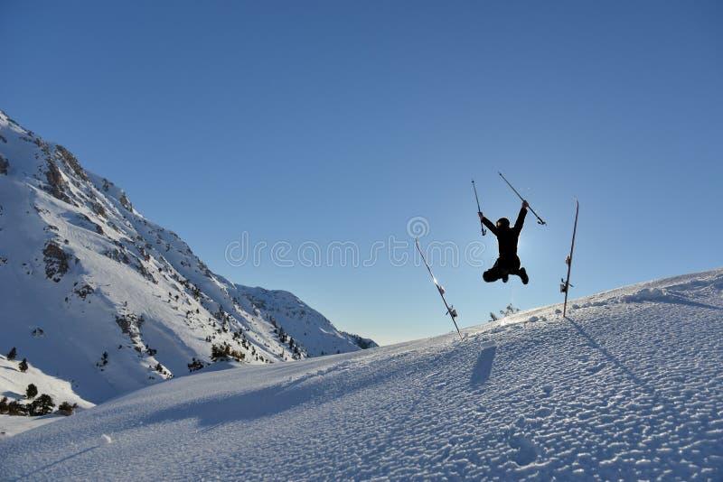Ja ` s czas dla radości śnieżny dzień i przygody zdjęcie royalty free