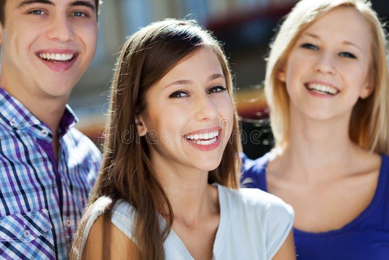 Download Ja Target473_0_ Trzy Młodzi Ludzie Obraz Stock - Obraz: 26743297