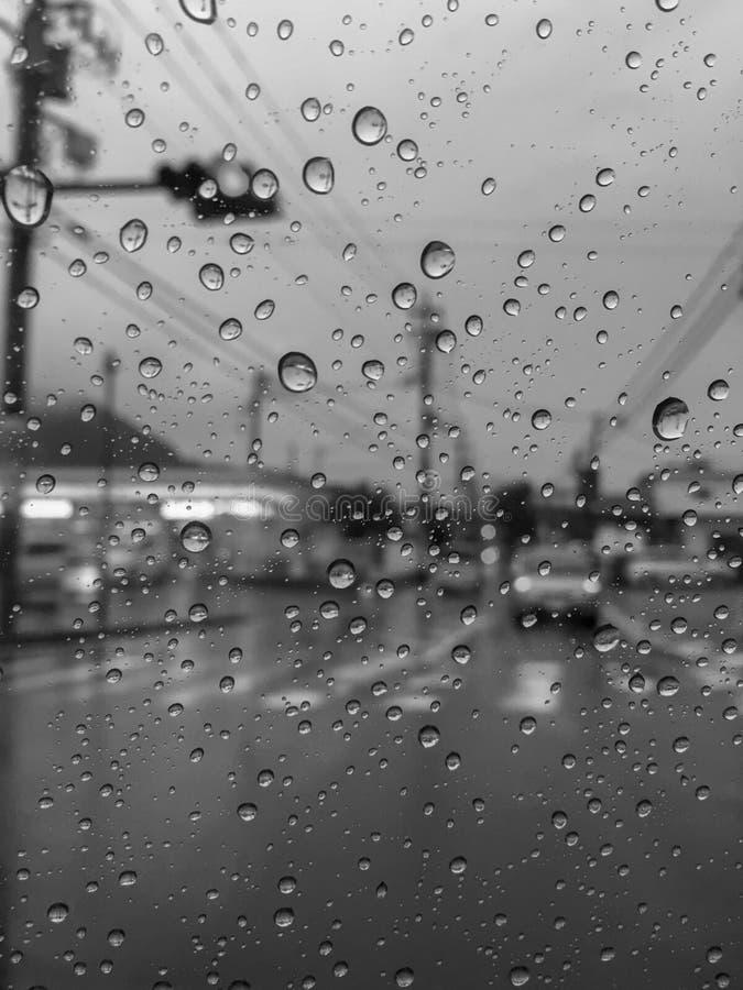 Ja zaczynał padać w mieście zdjęcia stock