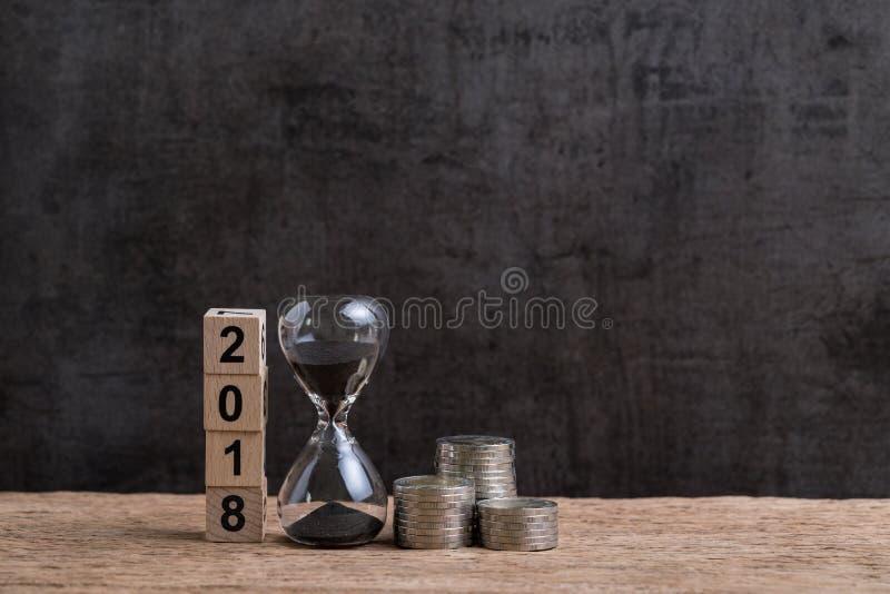 Jaar 2018 financiële of investeringstijd of doelstellingen concept met hou stock afbeelding