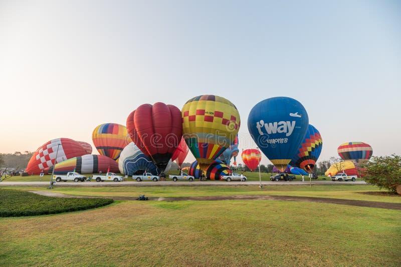 Jaarlijks internationaal ballonfestival in signhapark bij ochtend royalty-vrije stock afbeeldingen