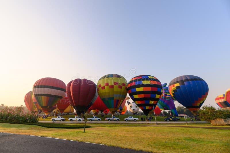 Jaarlijks internationaal ballonfestival in signhapark bij ochtend royalty-vrije stock foto's