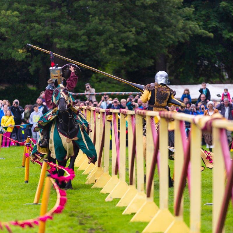 Jaarlijkse Middeleeuwse jousting toernooien bij Linlithgow-paleis, Scotla stock foto's