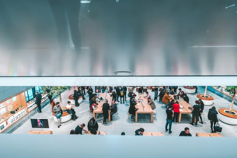 Jabłczany sklep w Mediolan, Włochy zdjęcie royalty free