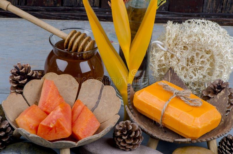 Jabón de la papaya fotos de archivo libres de regalías