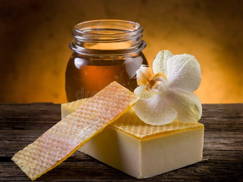 Jabón hecho en casa natural de la miel foto de archivo libre de regalías