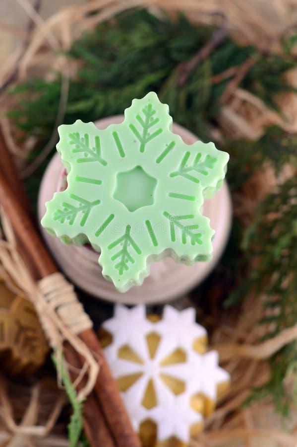 Jabón hecho a mano con la estrella del canela y del anís imagen de archivo