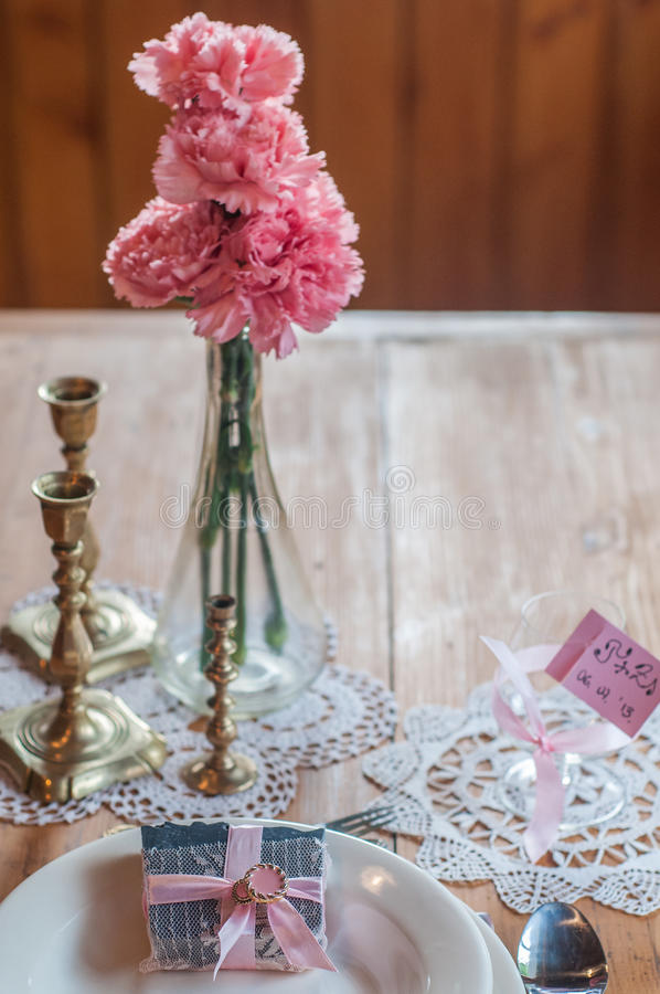 Jabón hecho a mano del carbón para el regalo de boda imagenes de archivo