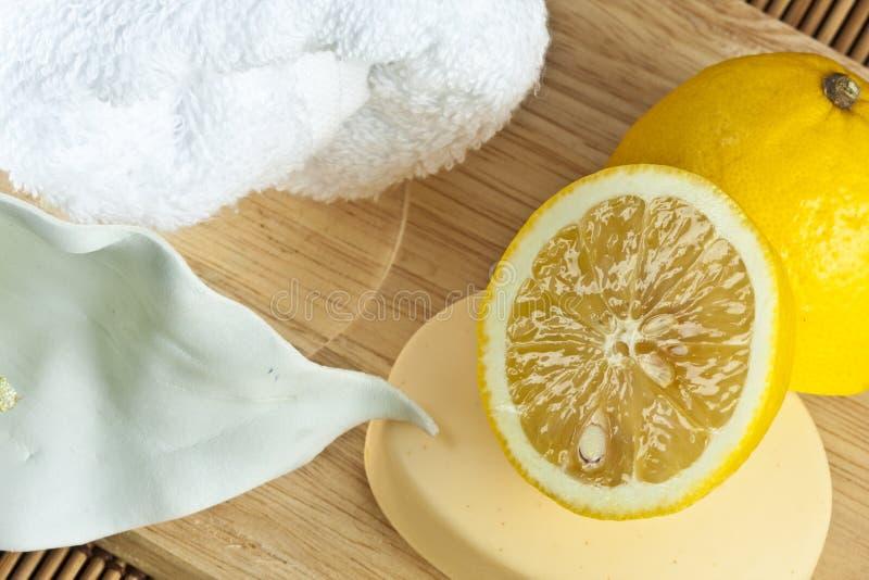 Jabón natural del limón imagen de archivo libre de regalías