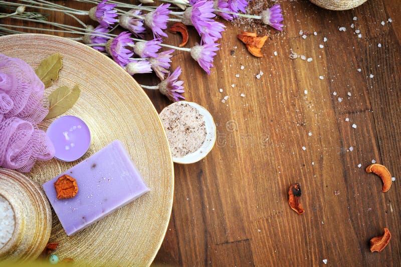 Jabón natural orgánico, cosméticos hechos a mano del artesano del balneario fotografía de archivo