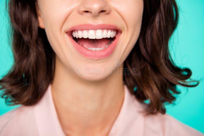 jabłczana pojęcia zdrowie miara taśmy W górę cropped rozpieczętowanego usta czyści błyszczącego biel fotografia royalty free