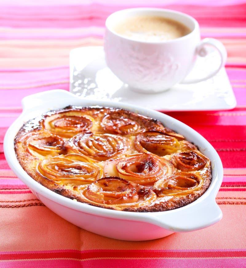 Jabłczane róże nakrywa cheesecake obraz stock
