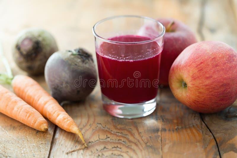 Jabłczany Ćwikłowy sok obrazy stock