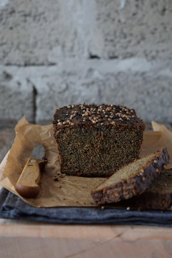 Jabłczany chlebowy bochenek od słonecznikowych ziaren, chia i lnów ziaren, wypiekowy domowej roboty diety paleo Organicznie zdrow fotografia stock