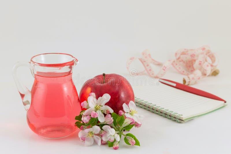 Jabłczany i jabłczany ocet dekorujący z kwiatami obraz stock