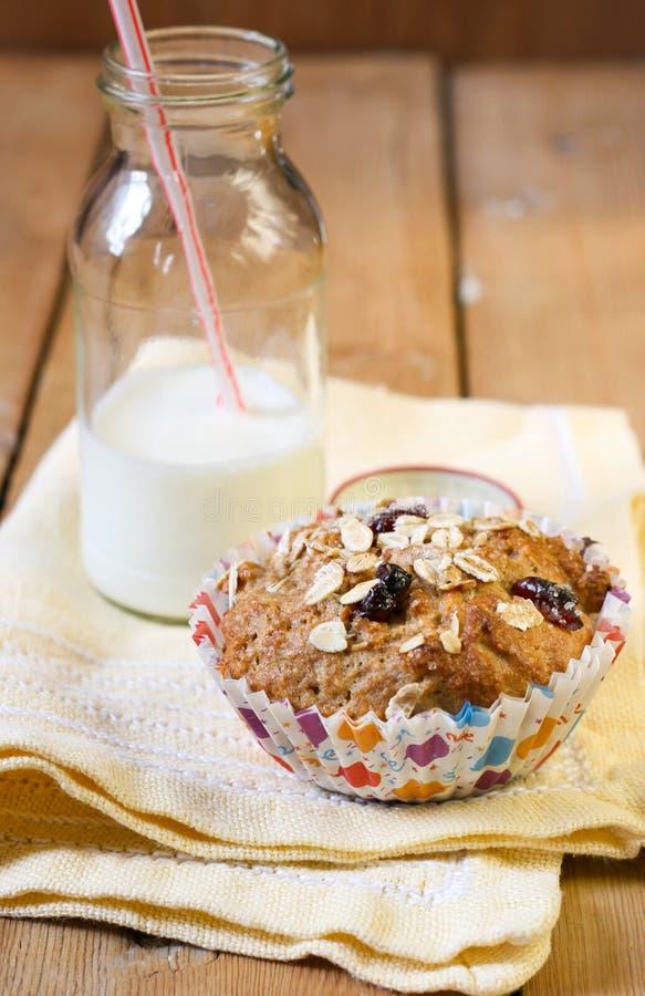 Jabłczany i jagodowy wholewheat rozdrobni słodka bułeczka zdjęcie stock