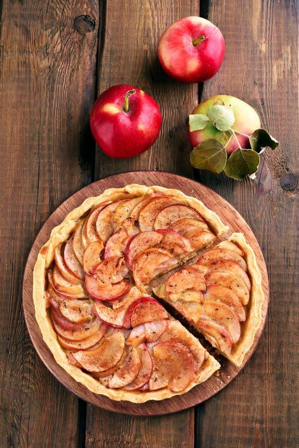 Jabłczany kulebiak z świeżymi owoc obraz royalty free