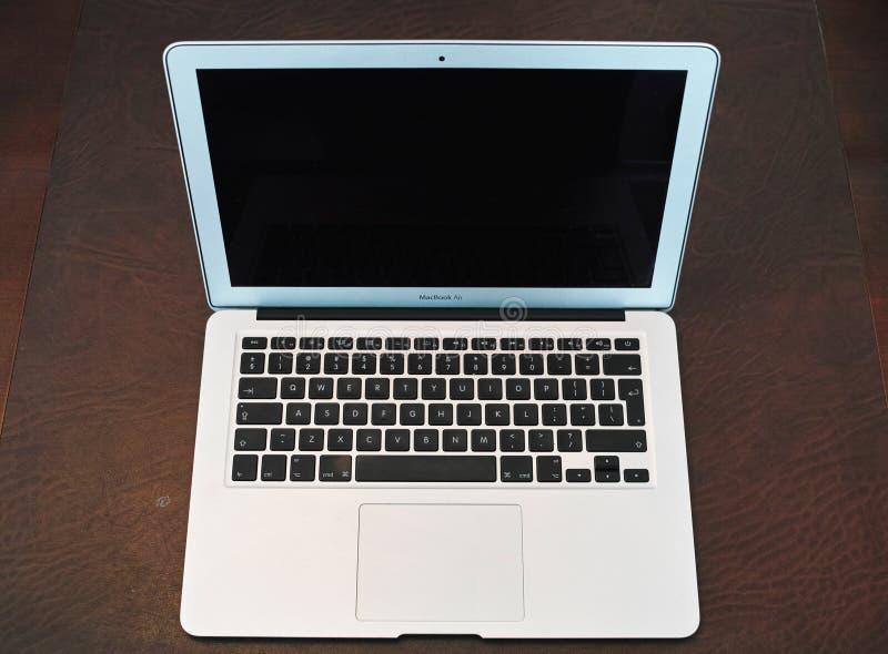 Jabłczany laptop odizolowywający obraz royalty free
