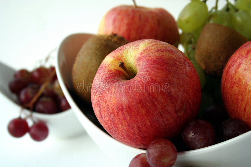 jabłczanych pucharu świeżych owoc gronowy zdrowy kiwi zdjęcia stock