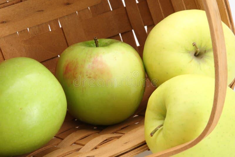 jabłek kosza zieleń zdjęcia royalty free