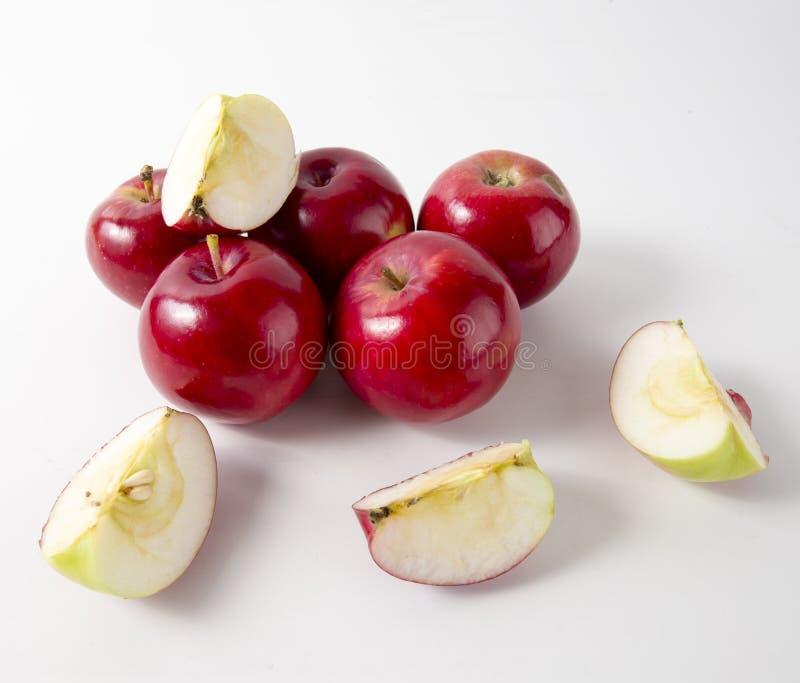 jabłek tła czerwony biel wierzchołek obraz royalty free