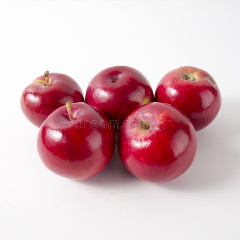 jabłek tła czerwony biel wierzchołek zdjęcia royalty free