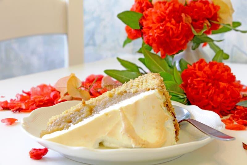 jabłka blisko pokroić ciasto fotografia stock