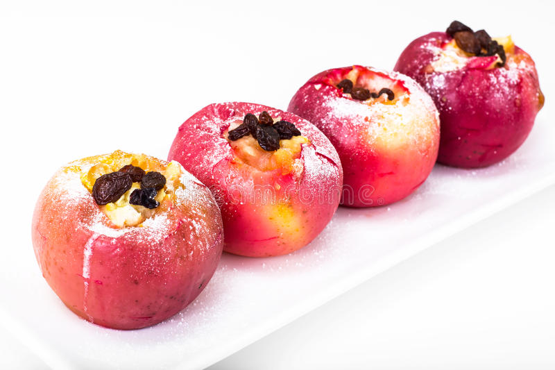 Jabłka, piec w piekarniku z miodem i rodzynkami obrazy stock