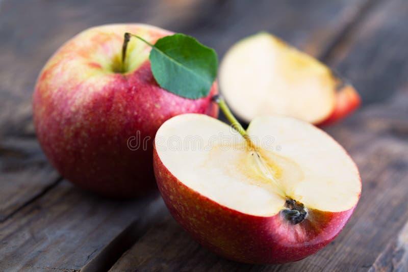 jabłka zgłaszają drewnianego obraz royalty free
