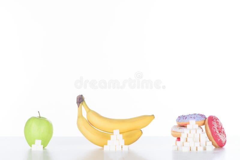 jabłko, banany i pączki z cukrowymi sześcianami, obraz stock