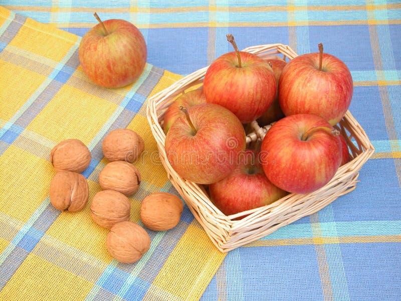 jabłko orzechy zdjęcia royalty free
