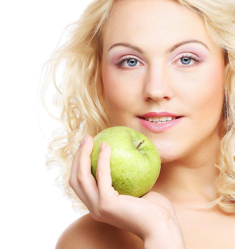 jabłko - zielona gospodarstwa kobieta fotografia stock