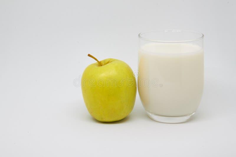 jab?ka mleka Zdrowy ?asowania poj?cie dla ?niadania i dobry pocz?tek dzie? zdjęcia stock