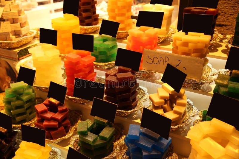 Jabones coloridos en el bazar magnífico Ä°stanbul imagen de archivo