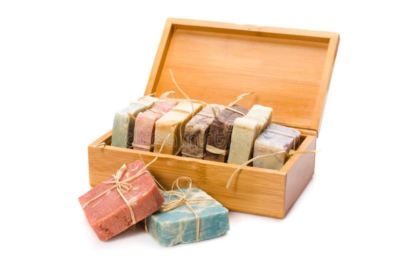 Jabones hechos a mano en caja de madera fotografía de archivo libre de regalías