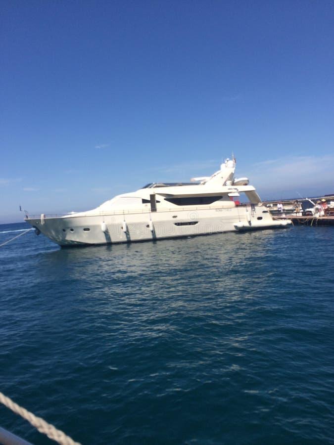 Jacht in Amalfi Kust royalty-vrije stock foto's