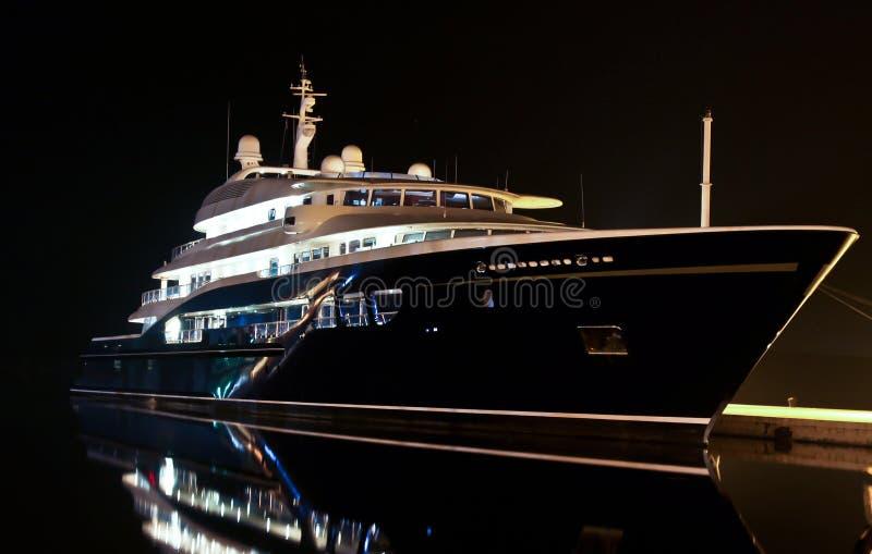 Jacht in haven royalty-vrije stock afbeelding