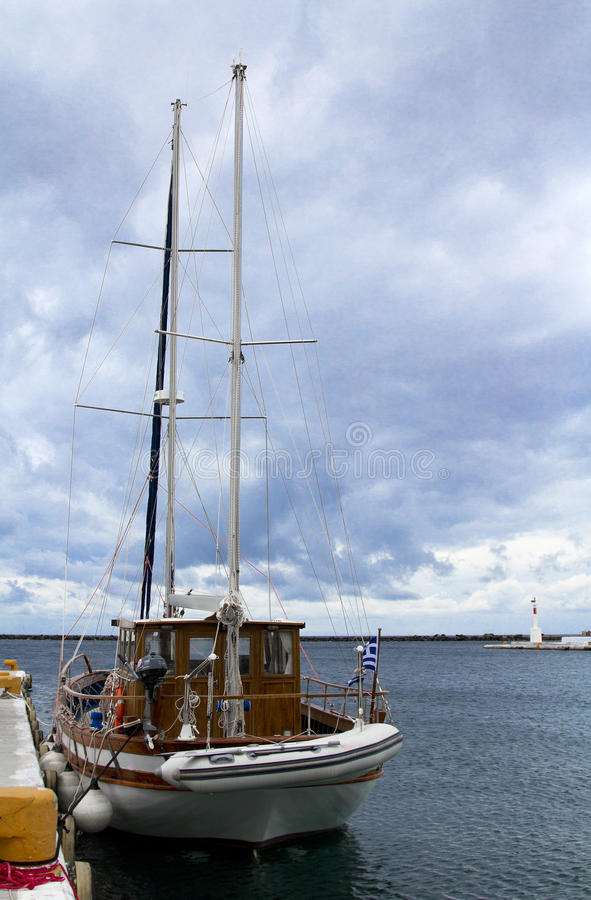 Jacht in haven. Griekenland. royalty-vrije stock foto